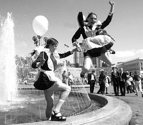 http://ks.zp.ua/content/News/Shkolnaya-forma-SSSR-Devochki-vipusknitsi-speshite-vzyat-naprokat-samuyu-obolstitelnuyu-shkolnuyu-formu-SSSR/zvonok888.jpg